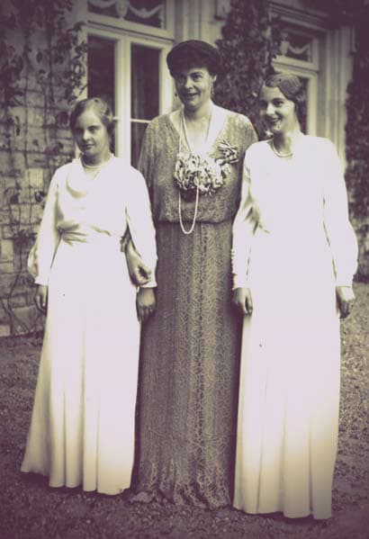 Crown Princess Cecile of Prussia with her two daughters, Princess Alexandrine (who had Down's Syndrome) and Princess Cecilie Viktoria.