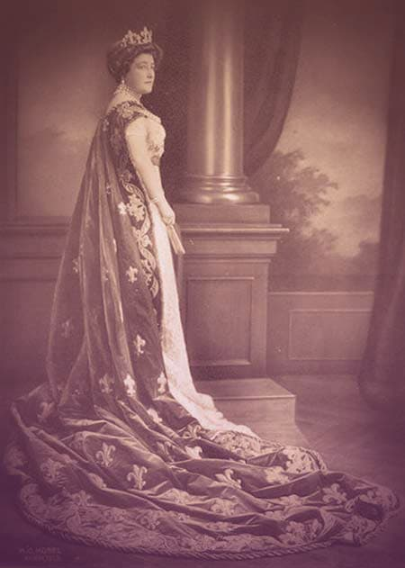 Maria Anna in formal dress, including a fleur-de-lys tiara that was auctioned by Sotheby's with the Bourbon-Parma family jewels in 2018. From Archduchess Maria Anna of Austria's Tiara. | From Archduchess Maria Anna of Austria's Tiara on GirlInTheTiara.com.