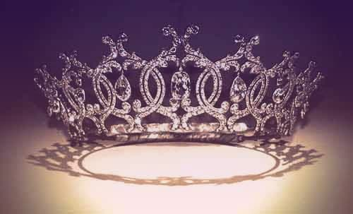 The Portland tiara, a tiara formed of interlocking diamond circles, each with a big diamond drop in the center | from Tiaras in the News 2019