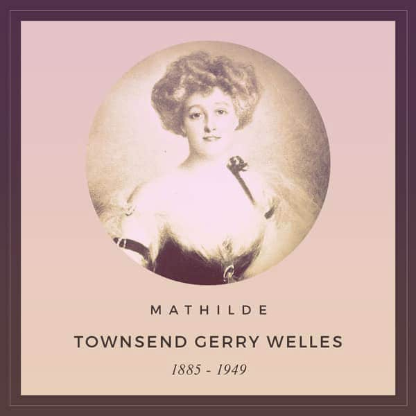 An Edwardian portrait of Mathilde Townsend Gerry Welles (1885-1949). She's wearing an evening dress with a black bodice and gauzy straps. Her blonde hair is in a perfect Gibson Girl pompadour bun. | From The Yusupov Black Pearl Necklace on GirlInTheTiara.com.