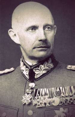 Photo of Friedrich Franz IV as an older man. He's lost his hair, he looks gaunt and pale. He has a shadow of a mustache and little or no visible eyebrows.